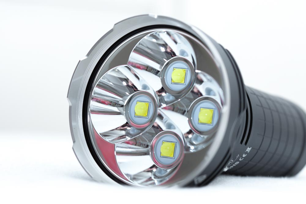 4 XHP70.2 LEDs in reflector