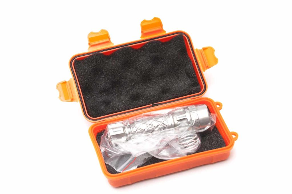 Jetbeam E1 inside box